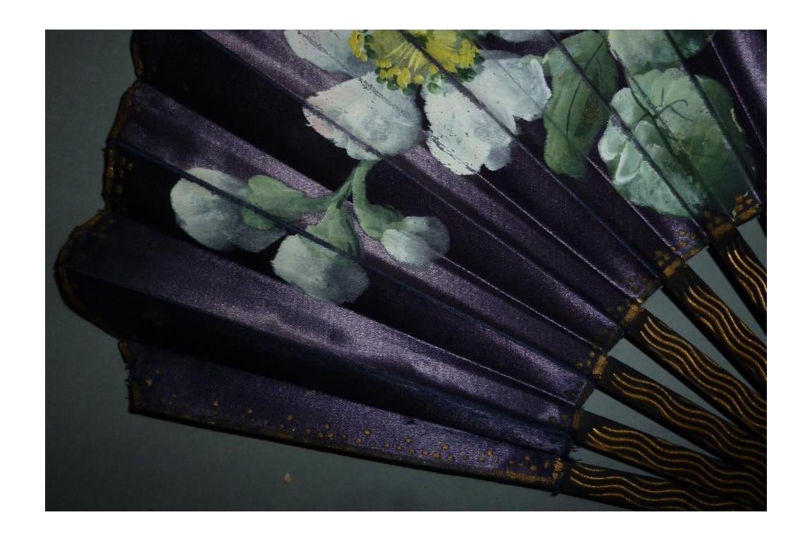 Églantines, éventail art nouveau vers 1900