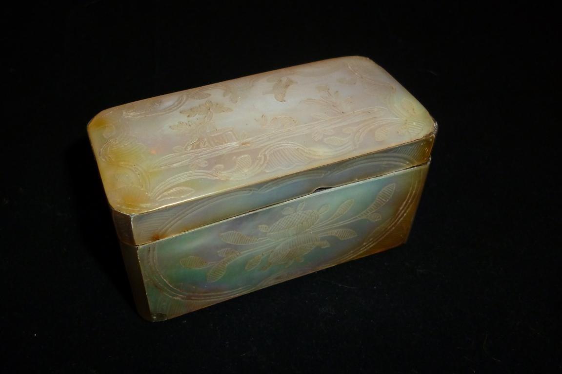 Rabbit and dove, 18th century box
