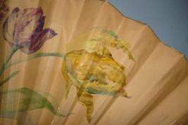 Tulipes et lilas, éventail de Madeleine Lemaire vers 1895