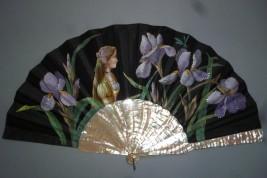 La belle aux iris, éventail Art Nouveau