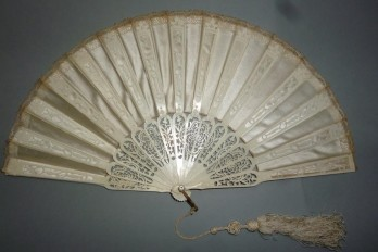 Sultane blanche, éventail vers 1900