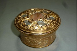 Agate, snuff box, 18th century ??