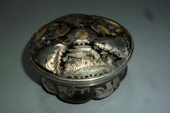 Eagle and rooster, snuff box , 18-19th century