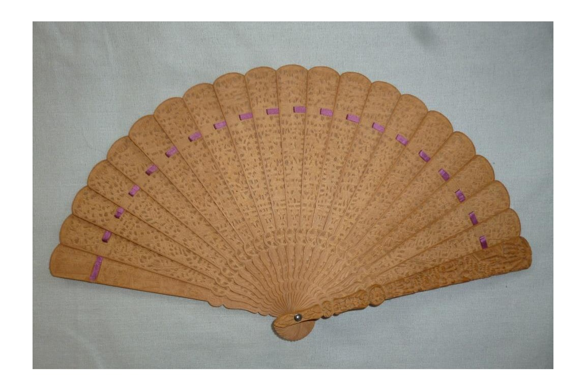 Chinese fan, santal, 19th century