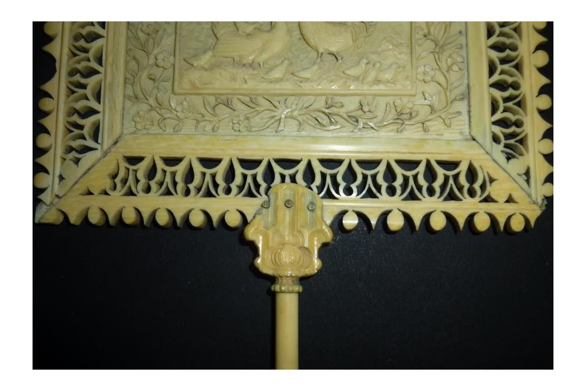 Poule, coq et poussins, écran XIXème