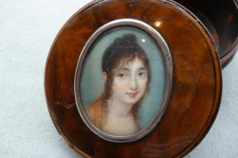 Portrait de femme, tabatière époque Empire