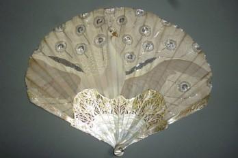 Paon blanc, éventail de Thomasse pour Duvelleroy, période Art Nouveau