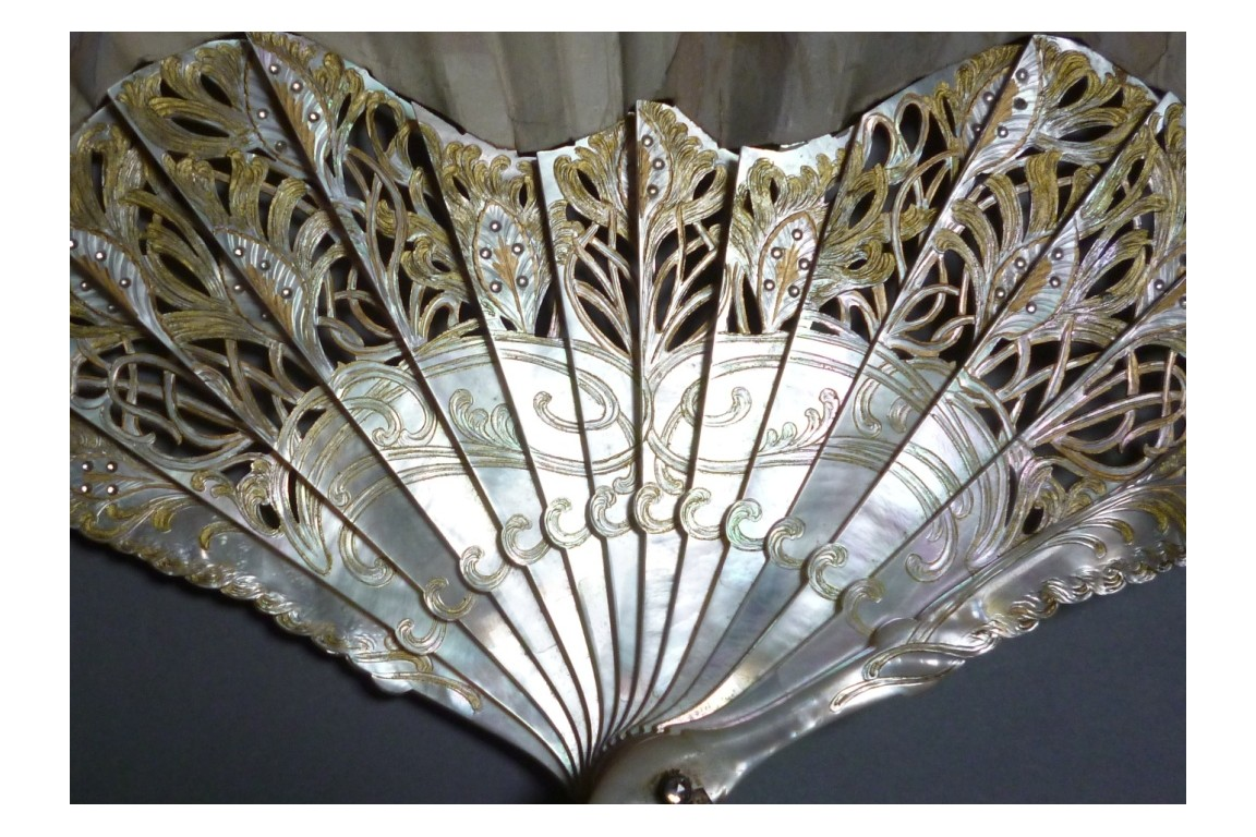 White peacock, fan by Thomasse for Duvelleroy, Art Nouveau period