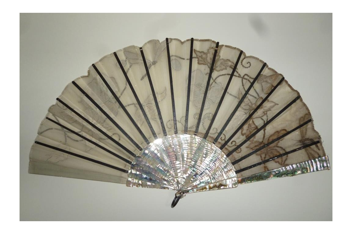 Mother of pearl flowers, fan circa 1900-1910