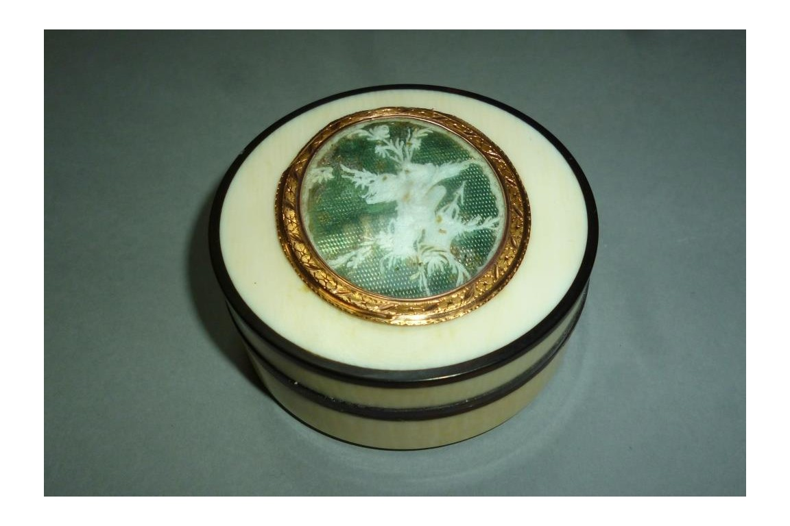 Love, late 18th century snuffbox