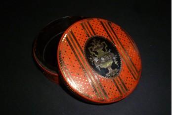 Rouge, tabatière XVIII ou XIXème