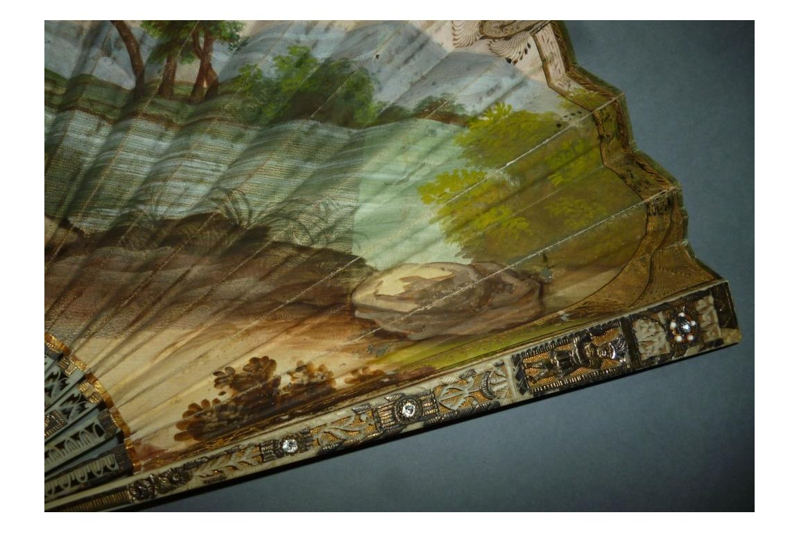Fillette recueillant un oisilon... et un indien ! Éventail vers 1805-10