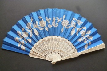 Blue knot, fan circa 1870