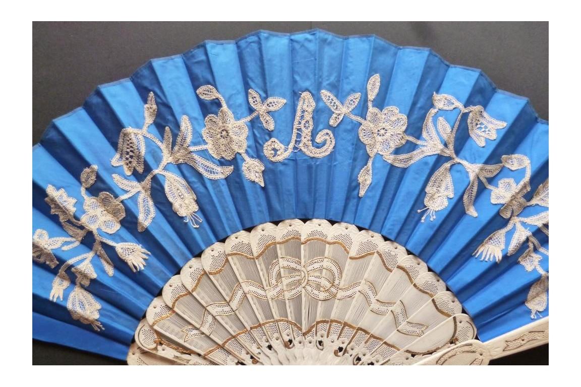 Blue knot, fan circa 1870