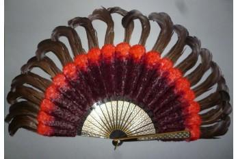 Rouge et noir, éventail en plumes, vers 1890