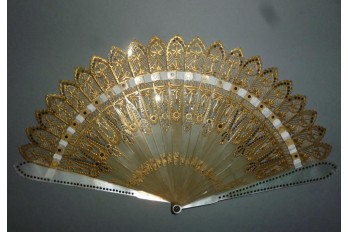 With horn and pearl, fan circa 1820