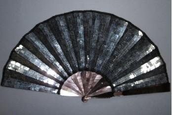 Mille nuances de gris, éventail vers 1900