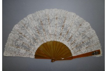 Flowers and diamonts, fan cica 1860-65